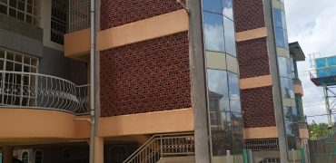 2 Bedroom apartment to Let in Racecourse.